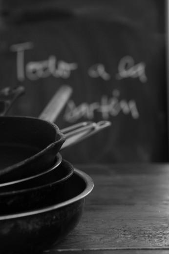 Fotografía de utensilios de cocina sartén